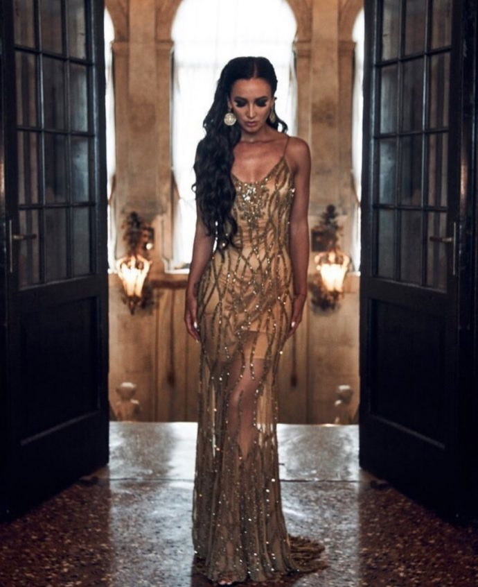 Ольга Бузова в бежевом вечернем платье