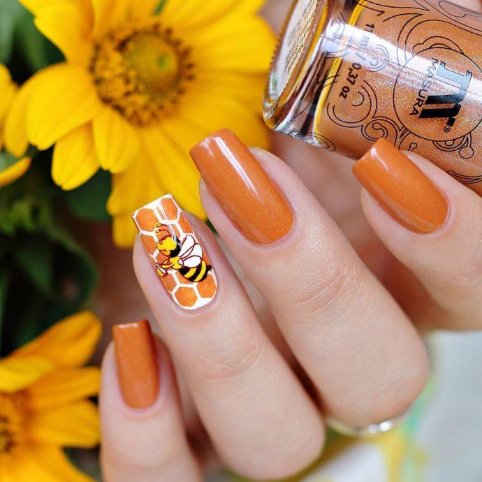 Оранжевый маникюр с сотами