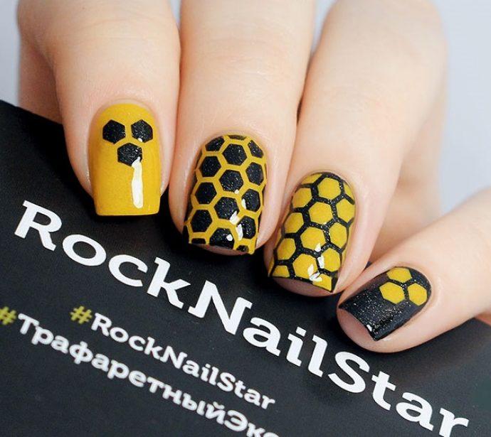 Маникюр с сотами черный с желтым