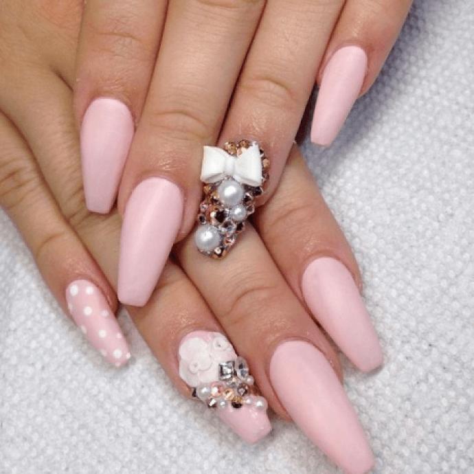Дизайн ногтей на форму балерина в розовых тонах