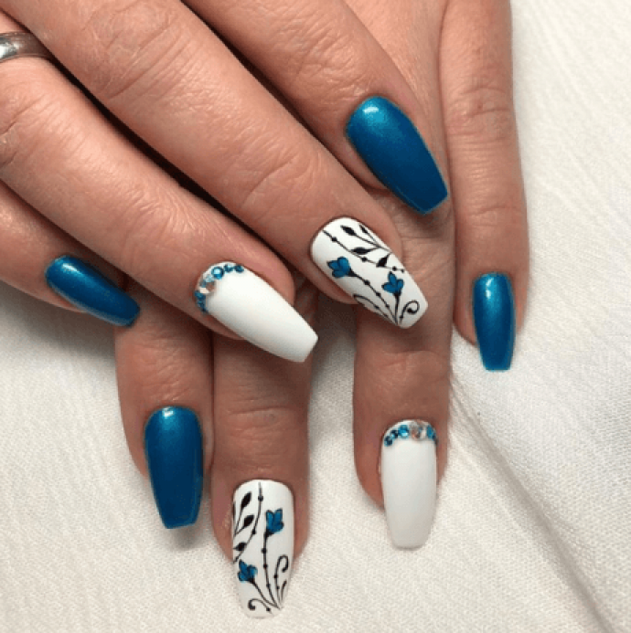 Маникюр балерина синий с белым