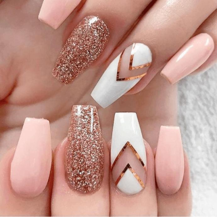 Дизайн ногтей пуантов в светлых тонах