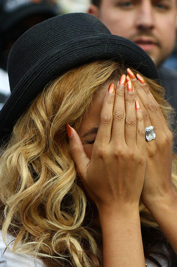 Яркий дизайн ногтей Бейонсе