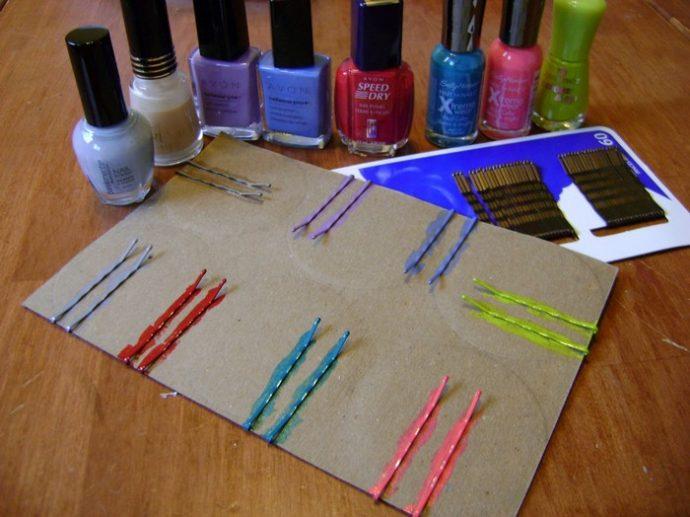 Окрашивание невидимок лаком для ногтей
