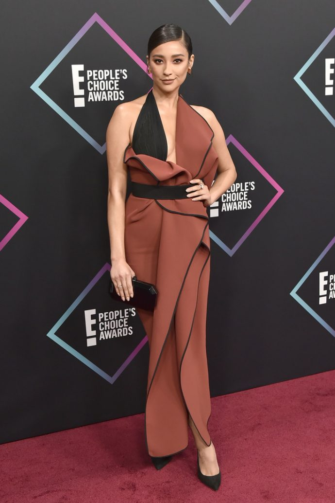 Шей Митчелл на церемении People's Choice Awards 2018