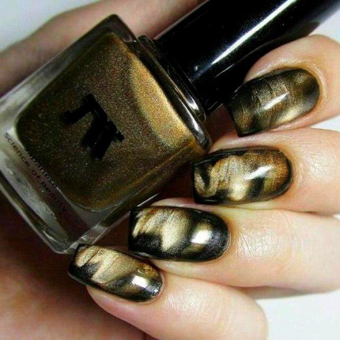 Маникюр черный с золотом