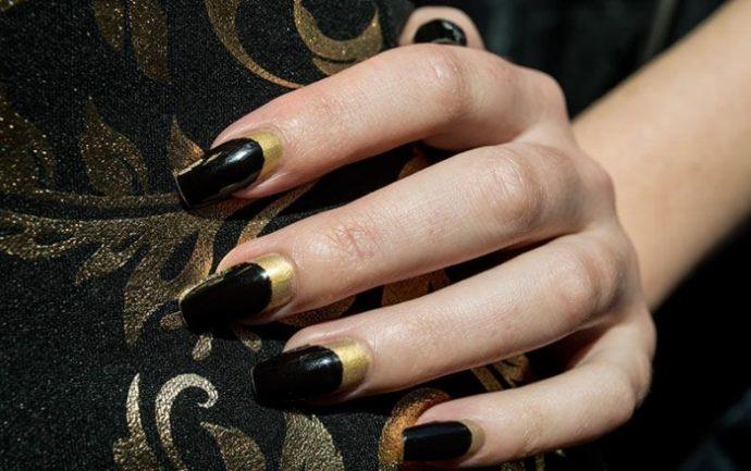 Лунный маникюр черный с золотом