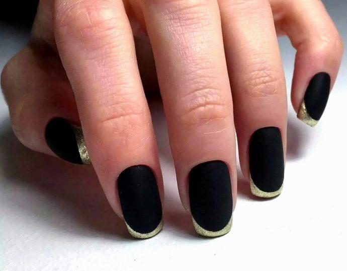 Маникюр френч черный с золотом