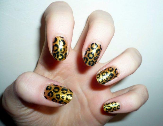 Леопардовый черно-золотой маникюр