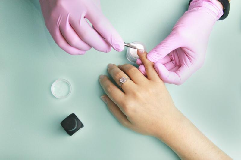 Укрепление ногтей акриловой пудрой: плюсы и минусы