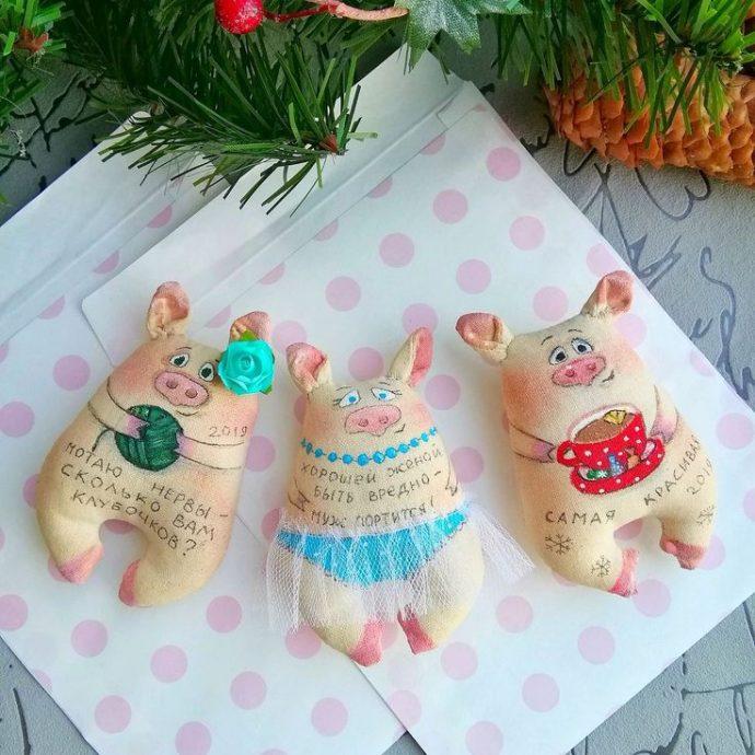 Игрушки-свинки в подарок на Новый год