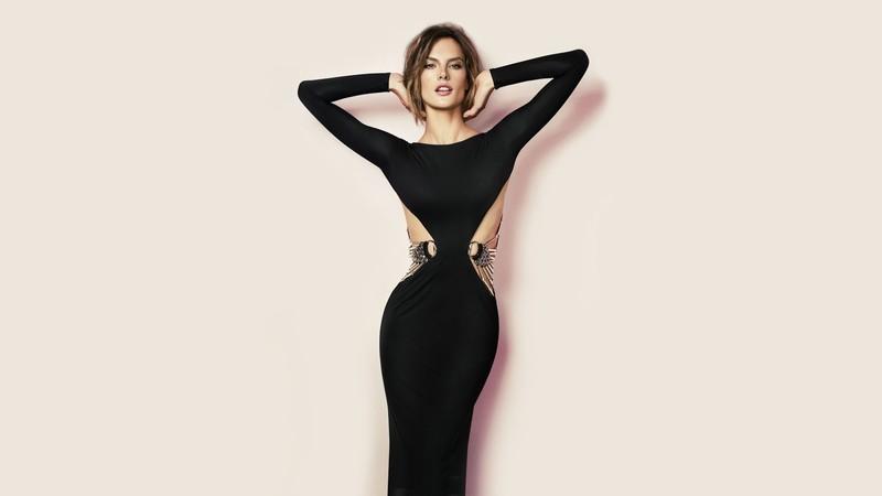 5 готовых образов на Новый год с чёрным платьем