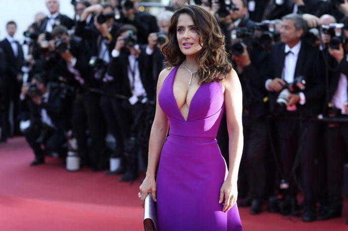 Сальма Хайек в сиреневом платье