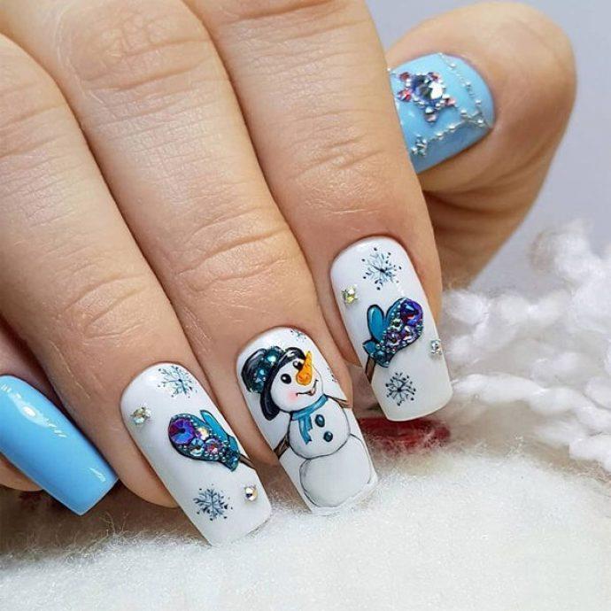 Бело-голубой зимний маникюр