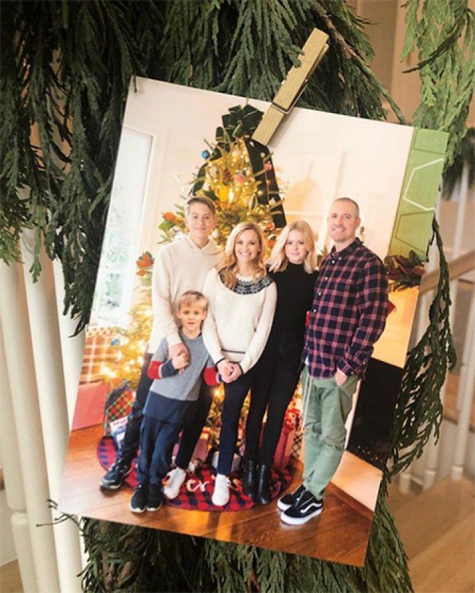 Рих Уизерспун решила отметить Рождество в кругу семьи