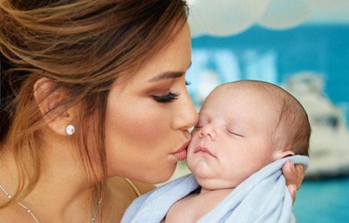 Ева Лонгория с ребёнком