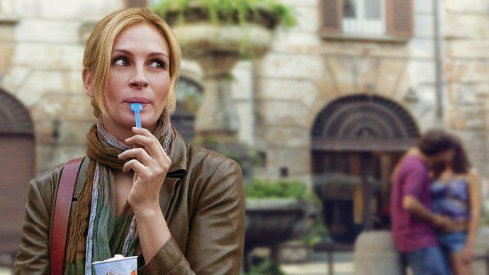 Джулия Робертс ест мороженое