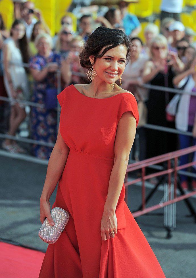 Екатерина Климова в красном платье