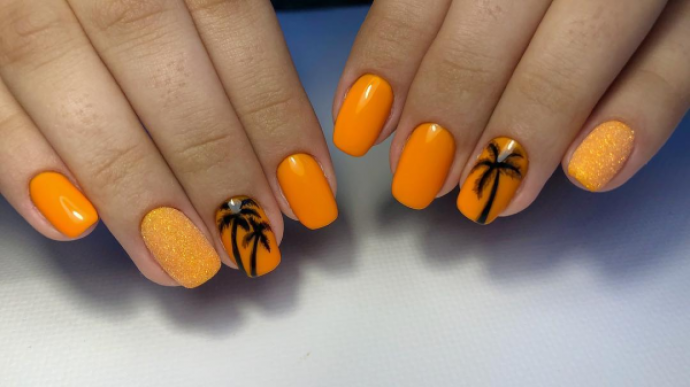 Пляжный чёрно-оранжевый маникюр