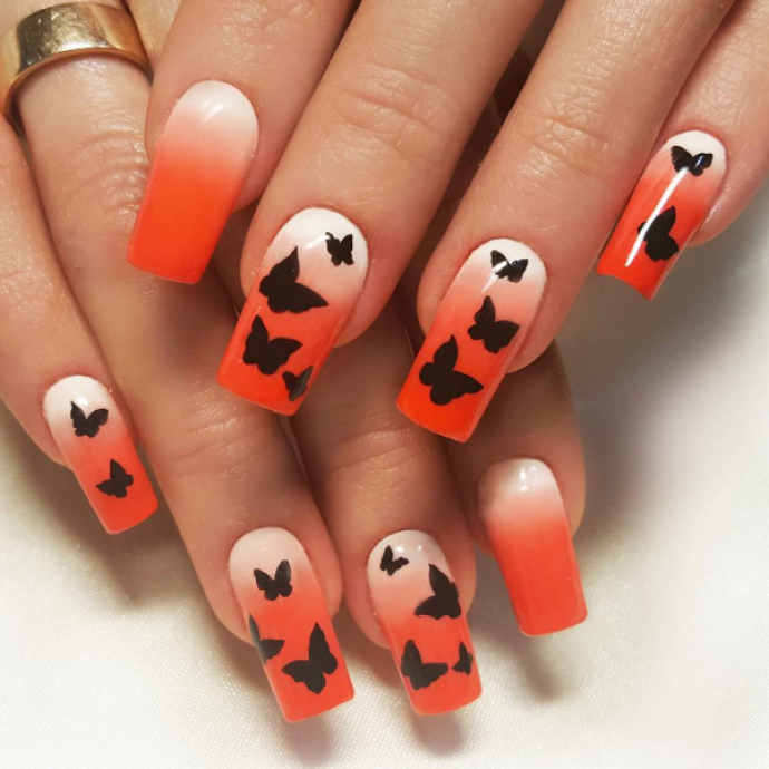 Чёрно-оранжевый маникюр с бабочками
