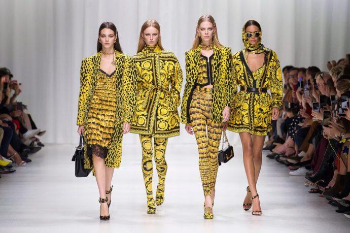 Модели в одежде с анималистическими принтами