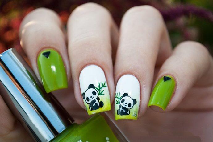 Зеленый маникюр с белым с изображением панды