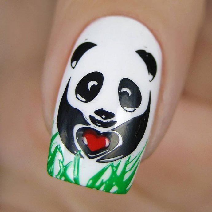 Идея маникюра с пандой