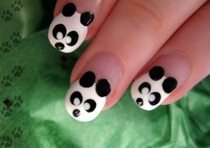Маникюр Negative Space с пандами