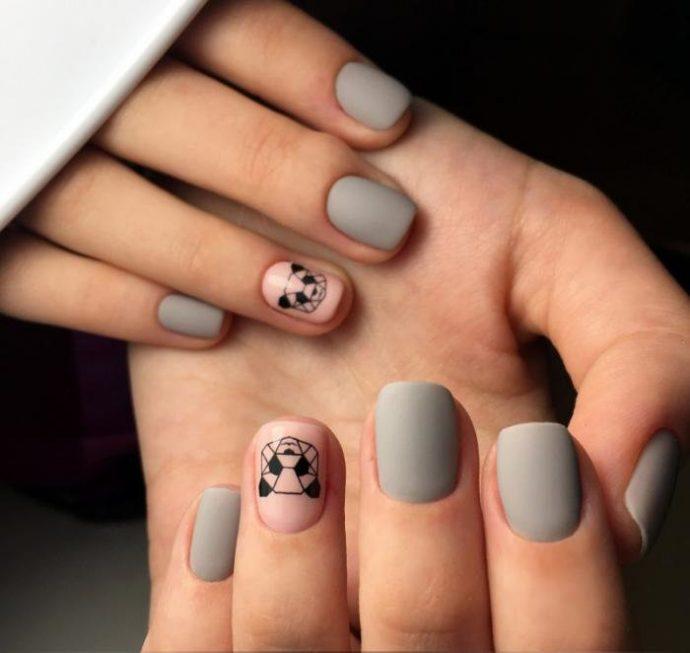 Матовый маникюр серого цвета с пандами