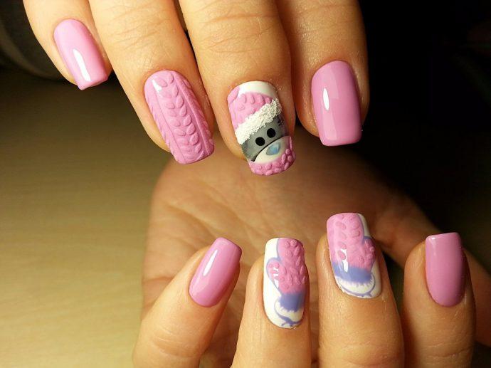 Маникюр розового цвета с мишками Тедди