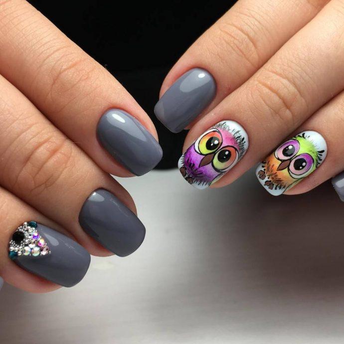 Серый маникюр с совами