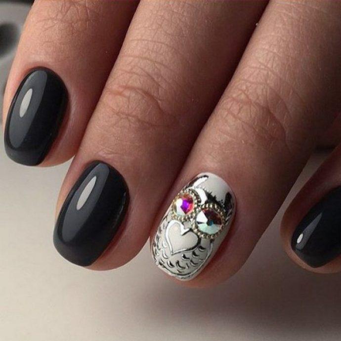 Черный маникюр с совами