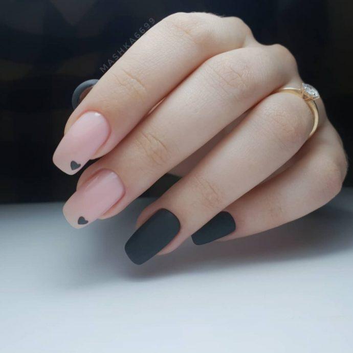 Маникюр нюдовый с черным на 14 февраля