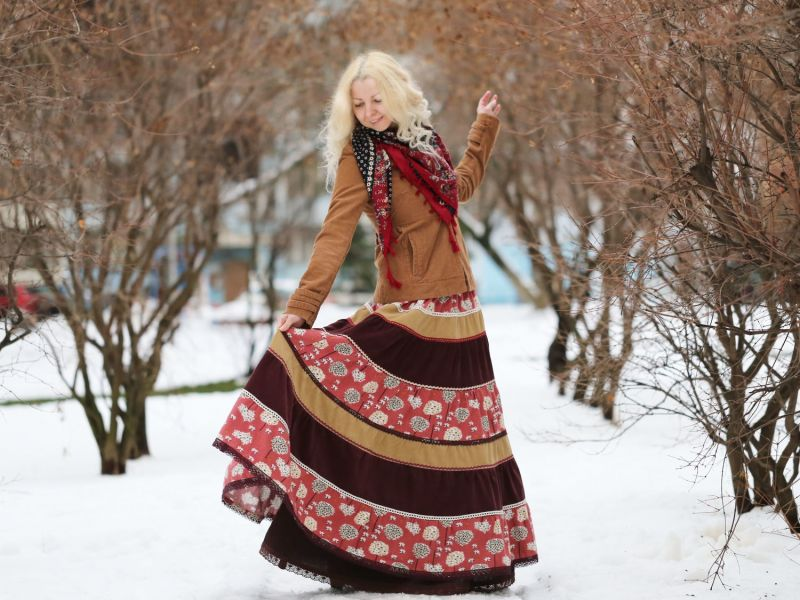 С чем носить длинную юбку зимой