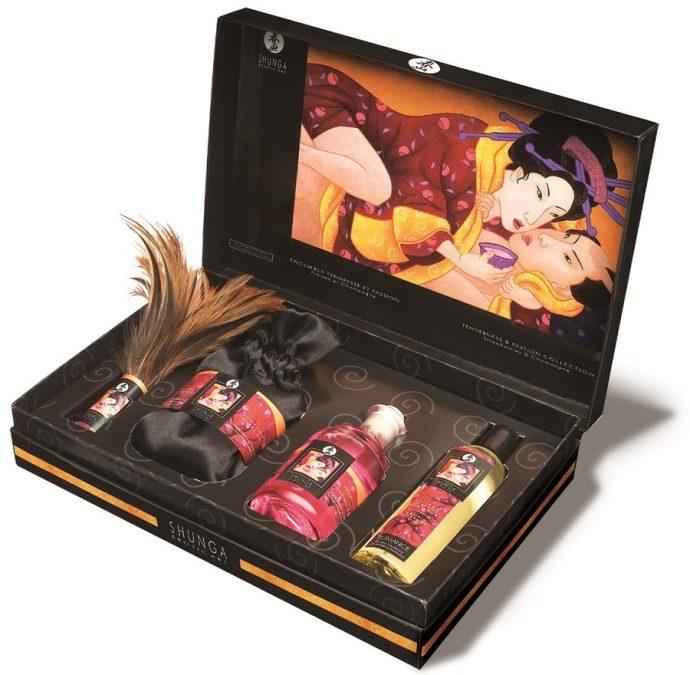Эротический набор из масел с феромонами, пудры для тела и натуральной пуховой кисточки