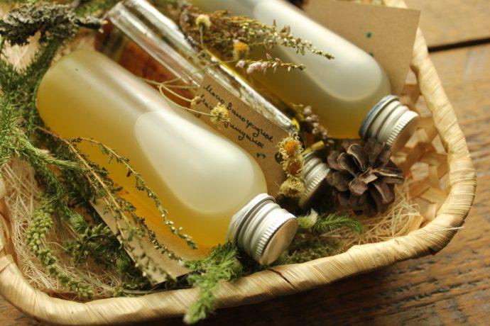 Натуральные массажные масла в корзинке