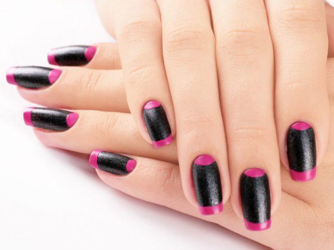 Лунный и французский маникюр на чёрных ногтях