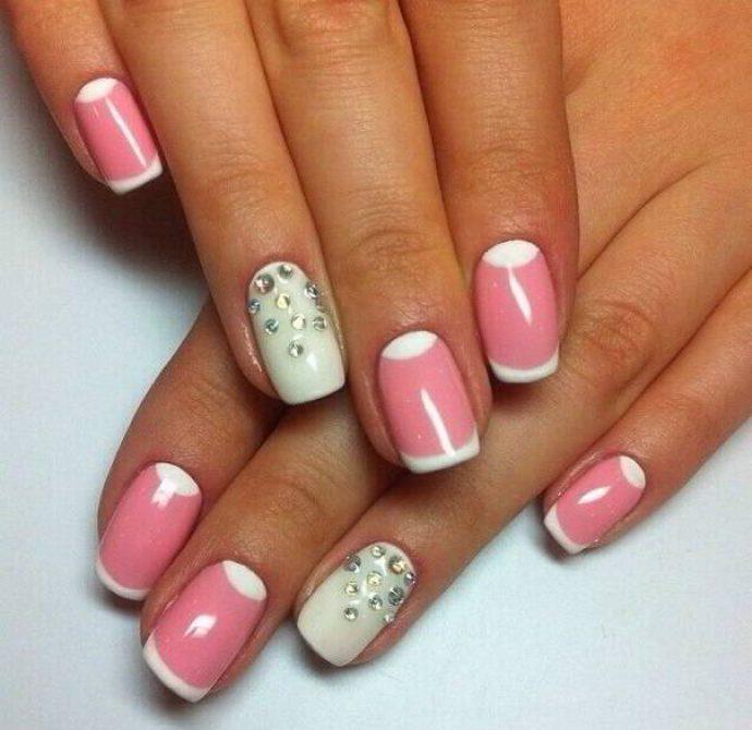 Маникюр френч розовый с белым