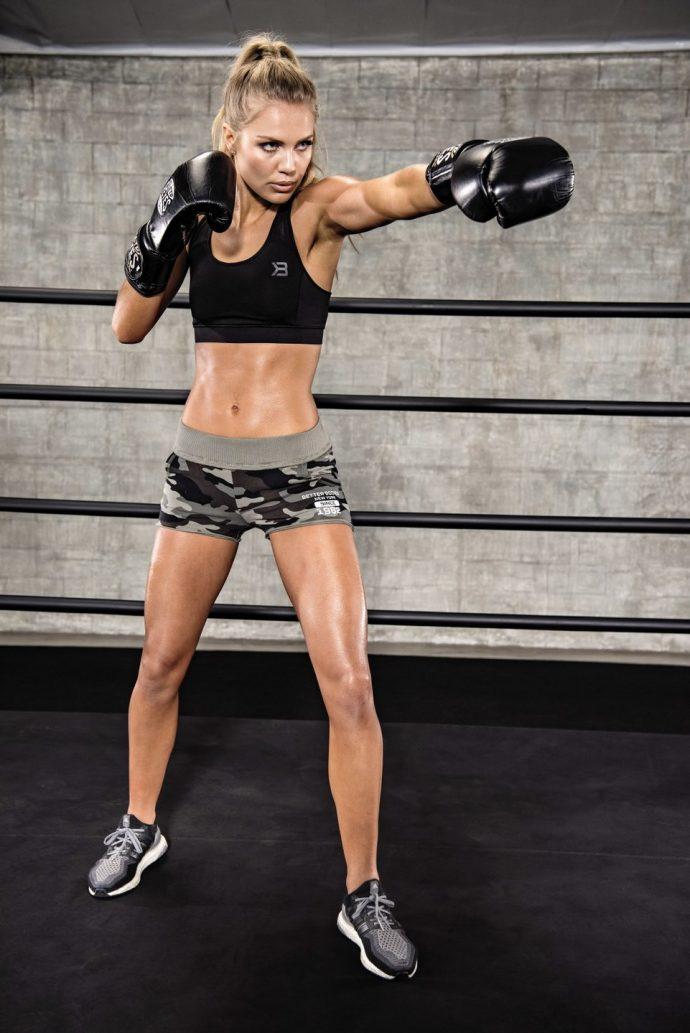 Ида Лундгрен на тренировке по боксу