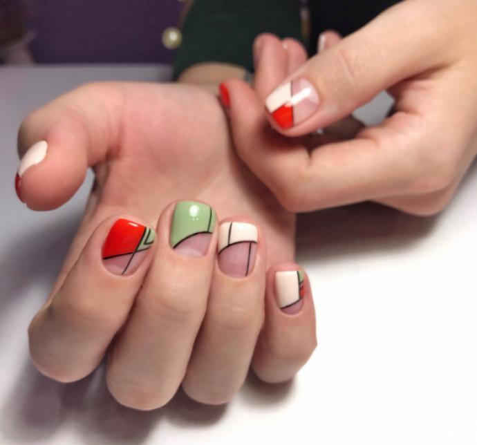Дизайн ногтей в стиле «negative space»