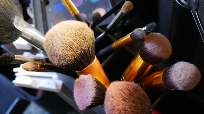 Кисти для макияжа: полный гид по видам с фото