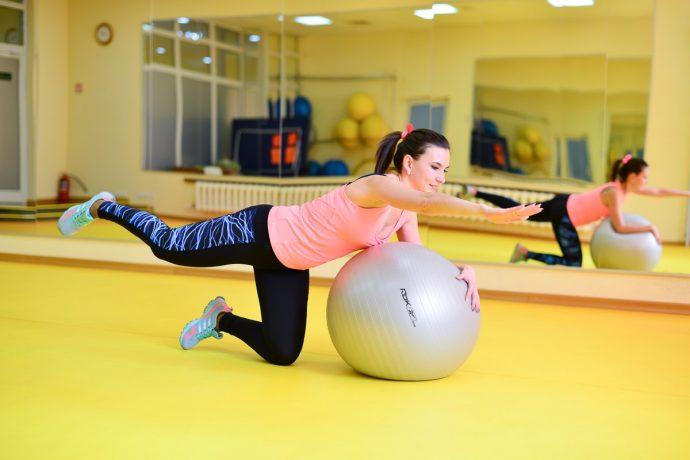 Тренировка с фитболом