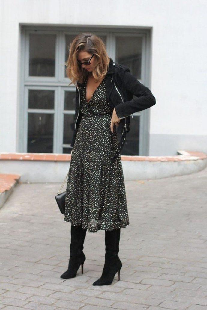 Образ с ботфортами и платьем миди