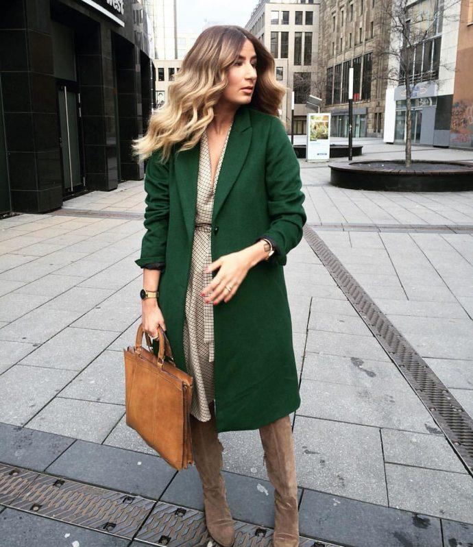 Девушка с зеленым пальто