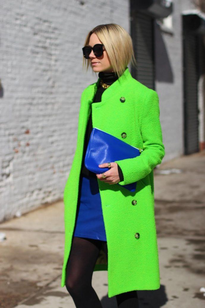 Образ с пальто кислотного зеленого цвета