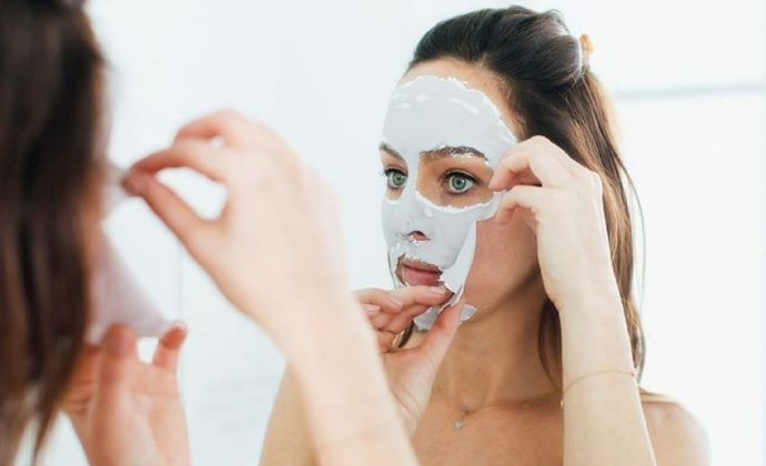 Снятие альгинатной маски для лица
