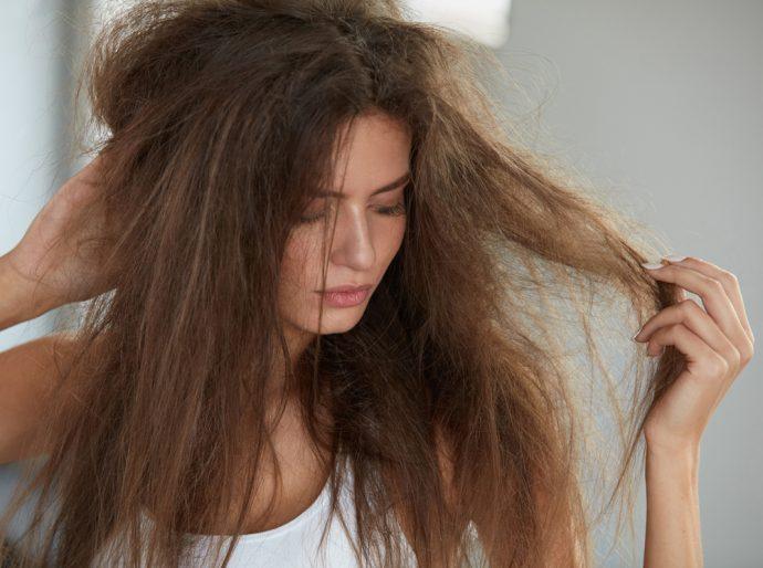 Девушка с сухими волосами