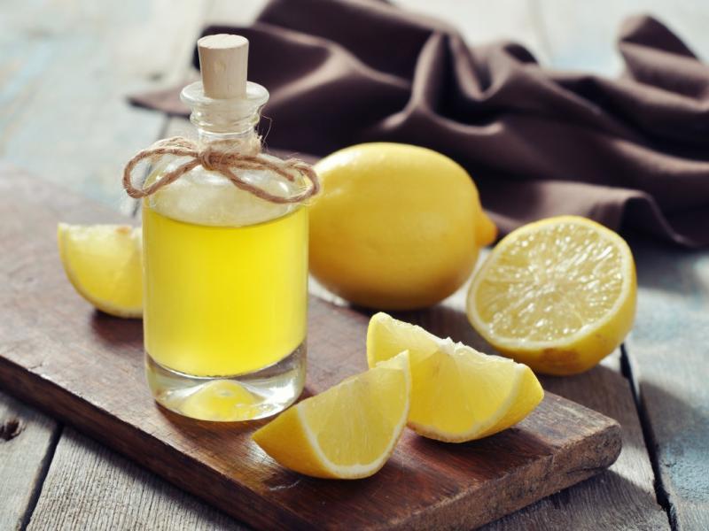 Польза, состав и лечебные свойства эфирного масла лимона: описание, отзывы. Эфирное масло лимона для кожи тела, волос и ногтей: особенности. Можно ли добавлять эфирное масло лимона в шампунь или крем?