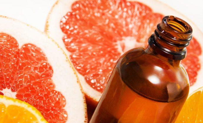 Эфиное масло грейпфрута в тёмной бутылочке