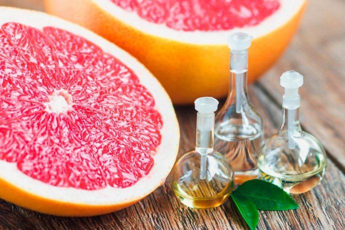 Эфирное масло грейпфрута в прозрачных флакончиках